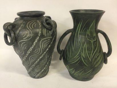 Lot de 2 grands Vases en terre cuite patinée,...