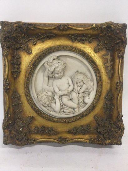 MEDAILLON d'albâtre sculpté en bas relief...