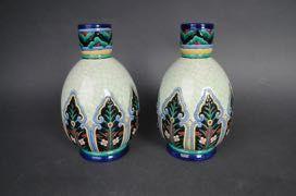 LONGWY, Paire de vases à panse, décor émaillé...