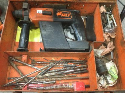 Un perforateur sur batterie SPIT 234 v