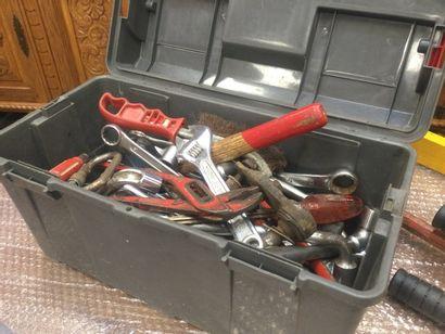 Caisse à outils, avec outils divers (Clés,...