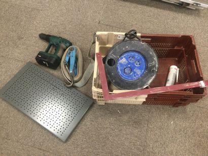 Mannette de matériel contenant : Un enrouleur...