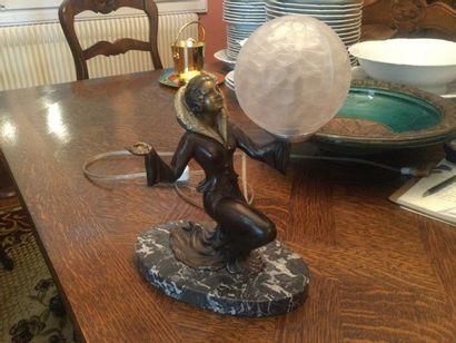 Une petite lampe art déco