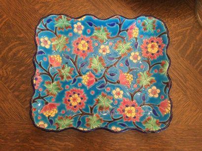 Longwy plat rectangulaire à décor floral...