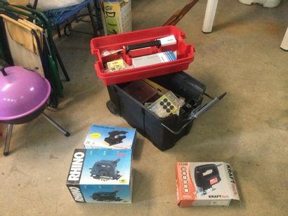 Caisse à outils HACKER avec machines électriques...
