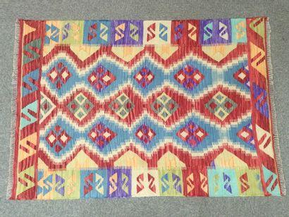 TAPIS d'Orient Kilim en laine à decor de...