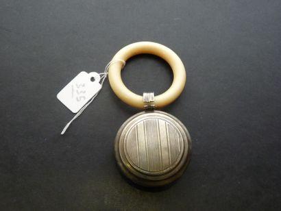 Hochet ancien en argent (800/oo), l'anneau...