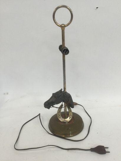 Pied de lampe en laiton, à décor de buste...