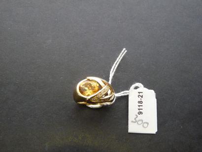 Bague en or jaune 18K (750/oo) à décor ajouré...