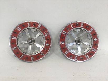 2 petites roues de fête foraine anciennes,...