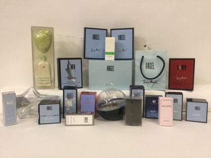 Collection d'environ 20 miniatures de parfum...
