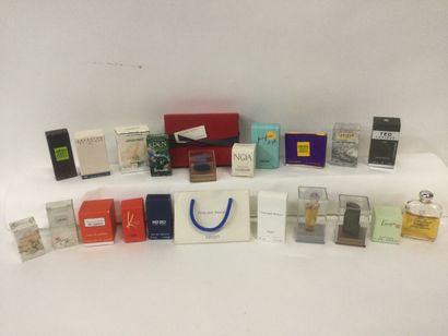 Collection de 21 miniatures de parfum pour...