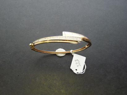 Bracelet rigide ouvrant en or 18K (750/oo)...