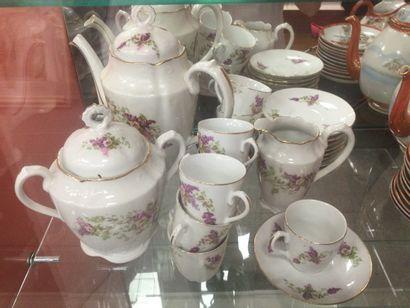 Service à thé à décor florale