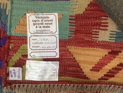 TAPIS d'Orient Kilim en laine à decor de motifs géométriques, dim. 171 x 122 cm...