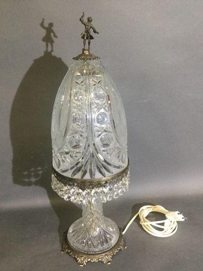 Attribuée à BACCARAT, LAMPE de chevet à pampilles...