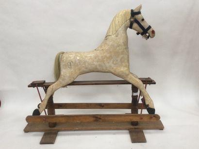 Grand cheval en bois à bascule hauteur 152...