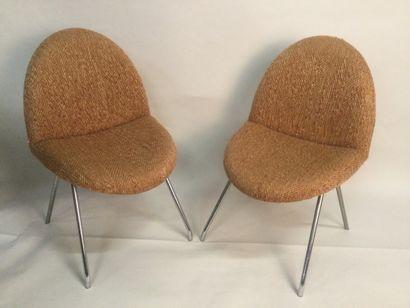 """Joseph-André MOTTE (1925-2013), Paires de chaises """"LANGUE"""" modèle 771, Circa 1960,..."""