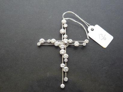 Pendentif Croix en or gris 18K (750/oo) à...