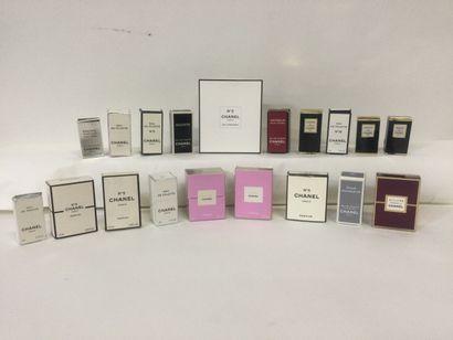 Collection de 19 miniatures de parfum pour...