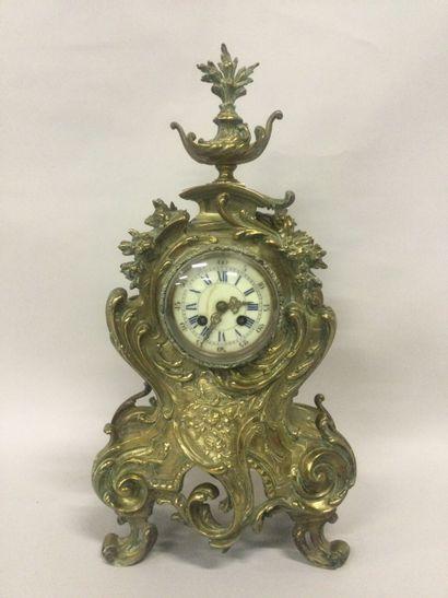 CARTEL de style Louis XV en bronze doré à...