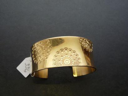 Bracelet Manchette ouvert en métal doré incurvé...