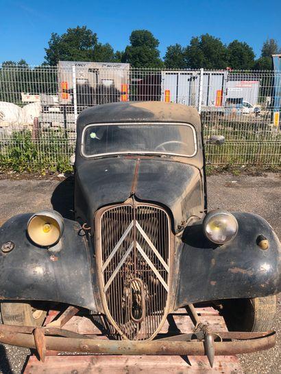 CITROEN TRACTION de 1956 Moteur essence  Non roulante