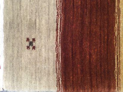 TAPIS d'orient LORY en laine à décor de large rayures, diml. 180 x 125 cm.