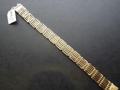Bracelet en or jaune 18K (750/oo) à 11 rangs...