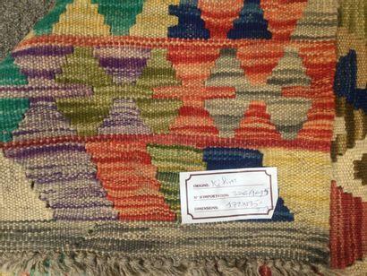 TAPIS d'orient KILIM en laine, dim. 172 x 135 cm.