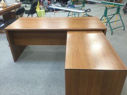 2 bureaux avec dessus en bois