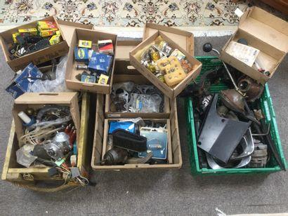 Lots de pièces de voiture divers : retroviseurs,...