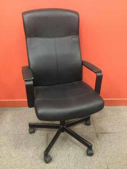 1 chaise de bureau usée