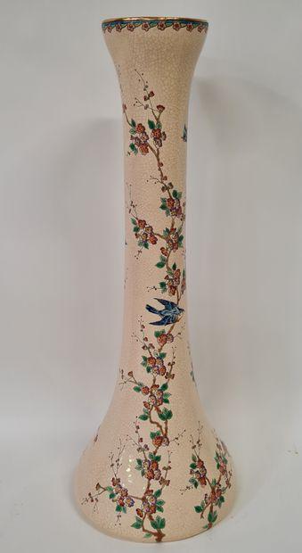 LONGWY, Grand Vase soliflore, émaux en reliefs...