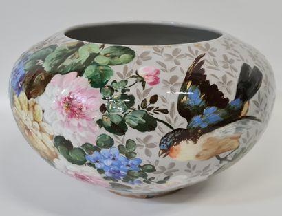 LONGWY, époque XIXe. Cache pot décor floral...