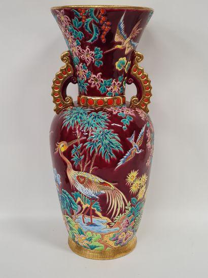 LONGWY, Vase, pièce unique, émaux en reliefs...