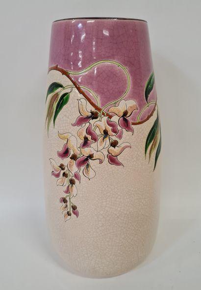 LONGWY, Vase oblong. Emaux en reliefs cernés...