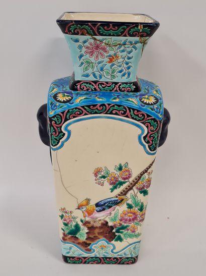 LONGWY, Vase de forme chinoise traditionnelle,...
