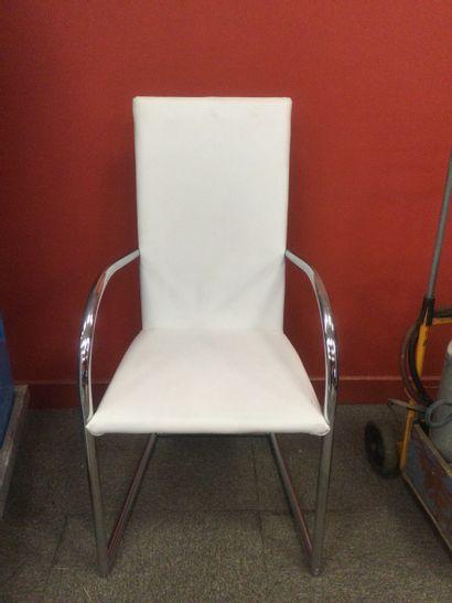 Chaise blanche de salle à manger de style...