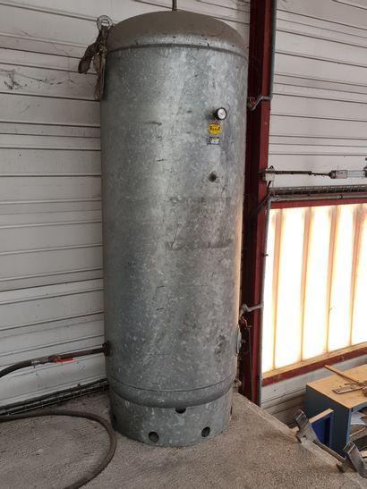 Réservoir vertical d aire comprimé en acier...