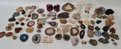 Importante collection d'environ 80 pierres,...