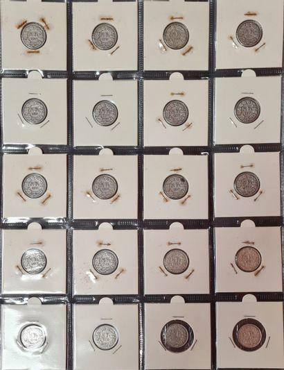SUISSE,2 pages de classeur contenant 33 monnaies...