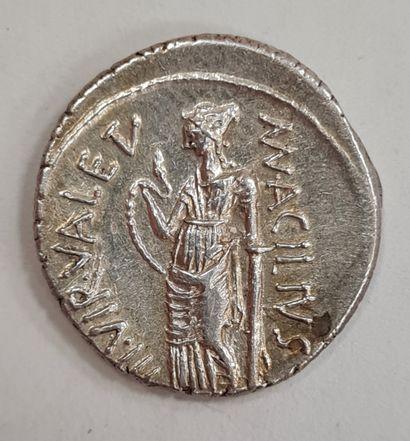 RÉPUBLIQUE ROMAINE - ACILIUS - Denier en argent - A/ Tête laurrée à droite de la...