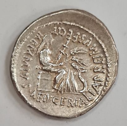 REPUBLIQUE ROMAINE - MEMMIA - Denier argent - A/ Tête barbue et laurée de Romulus...
