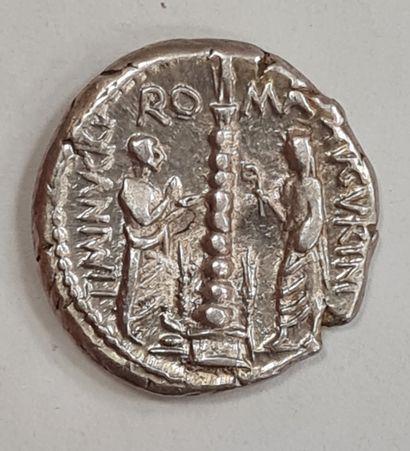 REPUBLIQUE ROMAINE - MINUCIUS - Dernier argent - A/ Buste de Rome à droite avec...
