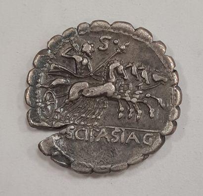 REPUBLIQUE ROMAINE - CORNELIA - Denier serratus argent - A/ Tête laurée de Jupiter...