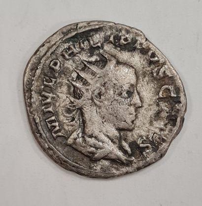 PHILIPPE II - Antoninien - A/ Buste radié...