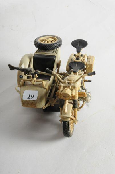 Maquette pvc BMW: Side Car militaire