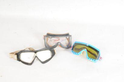 Trois paires de lunettes dont deux pour ...