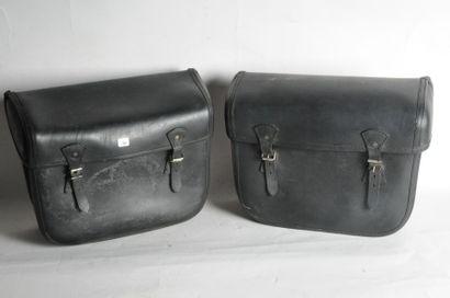 Paire de sacoches en cuir noir, bel état